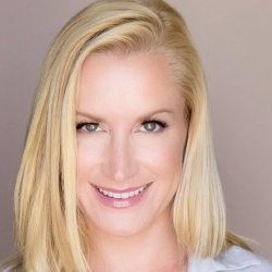 Angela Kinsey - Actrice