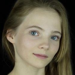 Freya Allan - Actrice