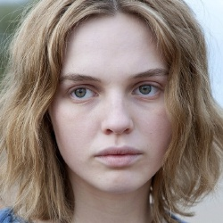 Odessa Young - Actrice