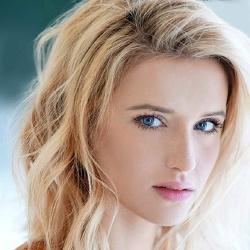 Sloane Avery - Actrice