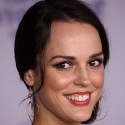 Erin Cahill - Actrice