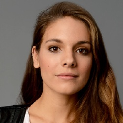 Caitlin Stasey - Actrice