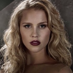 Claire Holt - Actrice