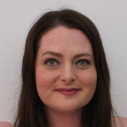 Lauren Ash - Invitée