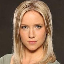 Jessy Schram - Actrice
