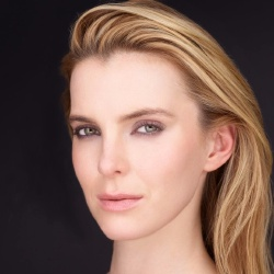 Betty Gilpin - Actrice