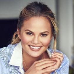 Chrissy Teigen - Présentatrice