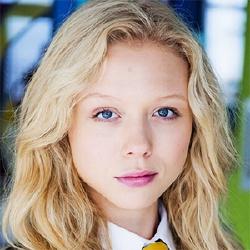 Naomi Battrick - Actrice