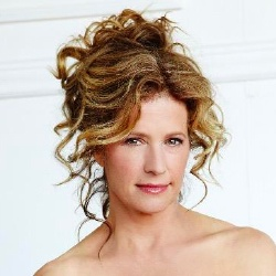 Nancy Travis - Actrice