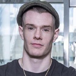 Connor Swindells - Acteur