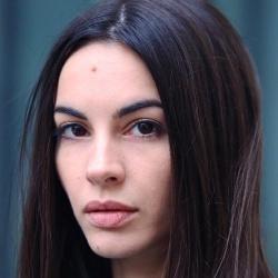 Alexandra Naoum - Réalisatrice, Scénariste, Actrice