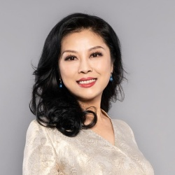 Li Dongning - Présentatrice