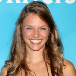 Tracy Spiridakos - Actrice