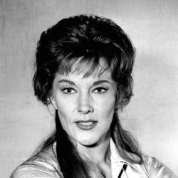 Jeanne Cooper - Actrice