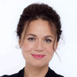 Myriam Encaoua - Présentatrice