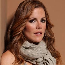 Kathleen Robertson - Actrice