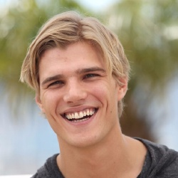 Chris Zylka - Acteur