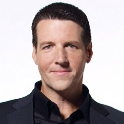 Troy Dunn - Présentateur