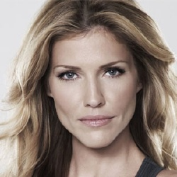 Tricia Helfer - Actrice
