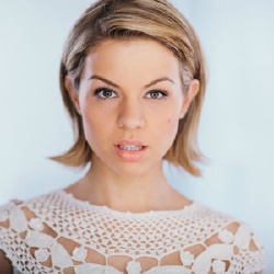 Ali Liebert - Actrice