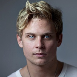 Billy Magnussen - Guest star