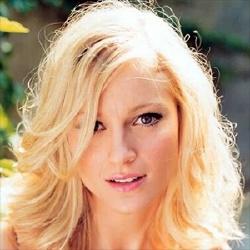 Nicole DeHuff - Actrice