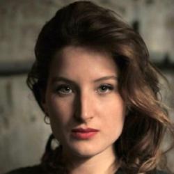Julia Piaton - Actrice