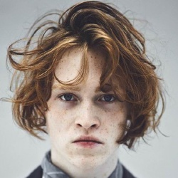 Caleb Landry Jones - Acteur