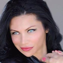 Sofia Shinas - Actrice