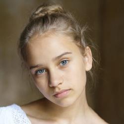 Lina Hüesker - Actrice