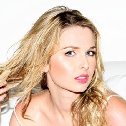 Kirsten Prout - Actrice