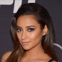 Shay Mitchell - Actrice