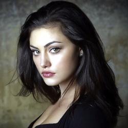 Phoebe Tonkin - Actrice