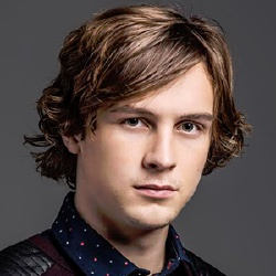 Logan Miller - Acteur