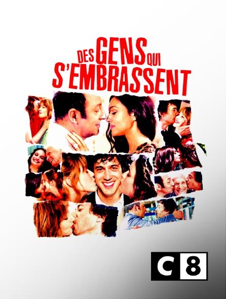 C8 - Des gens qui s'embrassent