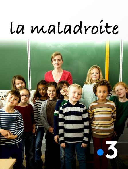 Film La Maladroite Streaming Complet - Stella a 6 ans mais rentre pour la première fois à lécole. Joyeuse, exubérante -un peu...